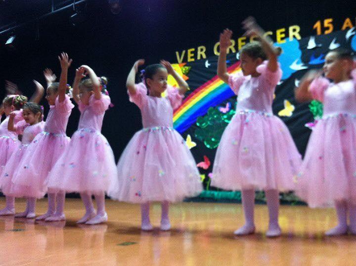 Bailarinas lindas e graciosas