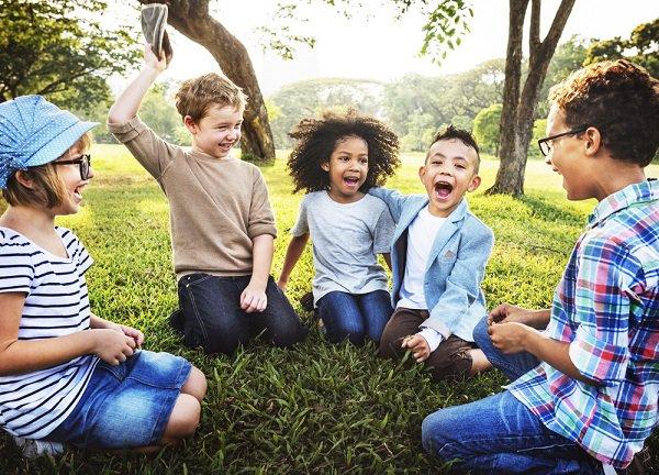 30 brincadeiras criativas e econômicas para as crianças brincarem