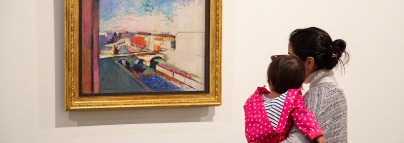 'No Colo' convida bebês a viverem experiência artística no museu