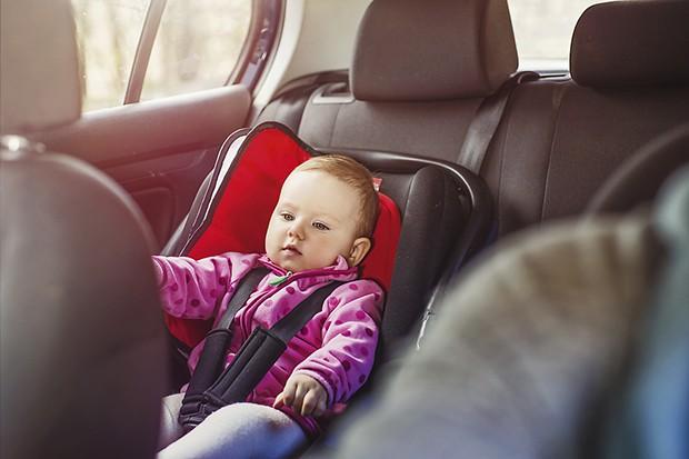 Criança precisa de cadeirinha no Uber e no táxi?