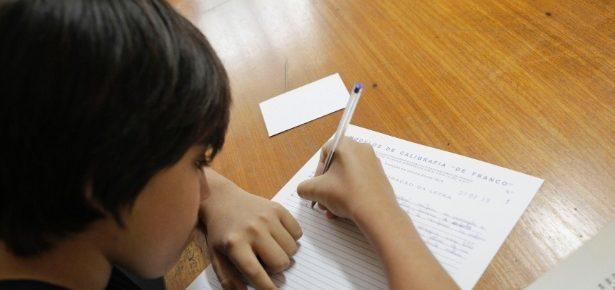 Não acabem com a caligrafia: escrever à mão desenvolve o cérebro