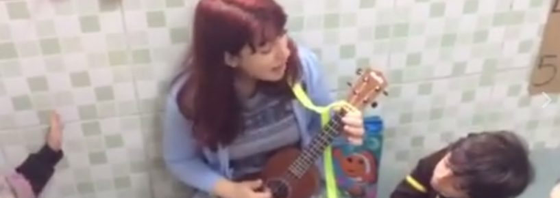 Cantarolando com a professora Andrea