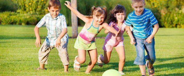 Crianças precisam de mais jogos e brincadeiras e menos tempo em sala de aula