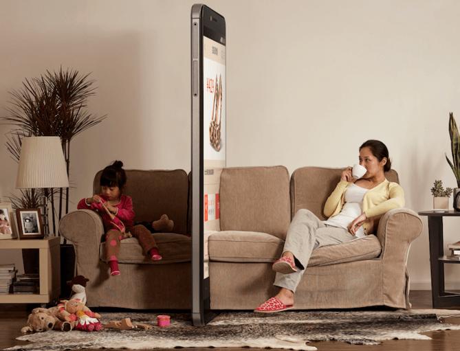 Por que ficar olhando para o celular em frente a seus filhos pode ser pior que você imagina?