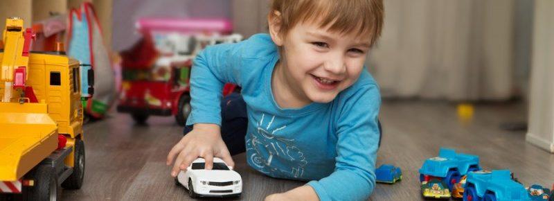 Prioridade da infância é brincar, não criar currículo, diz pediatra