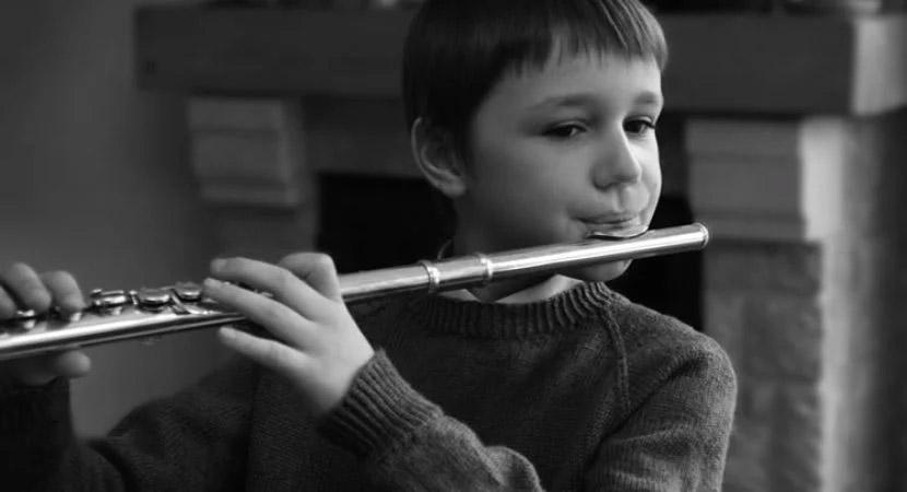 Substitua os celulares e tablets de seus filhos por instrumentos musicais!