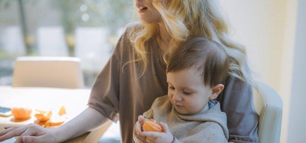 78% das mães são as responsáveis por ajudar os filhos com as aulas online
