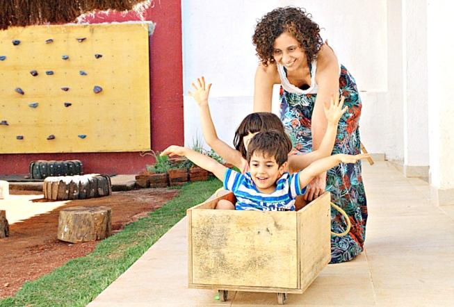 Infância desacelerada: pais adotam ideia do slow parenting e educam filhos no ritmo deles